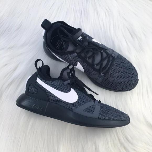 le scarpe nike donne pilota di scarpe poshmark duello